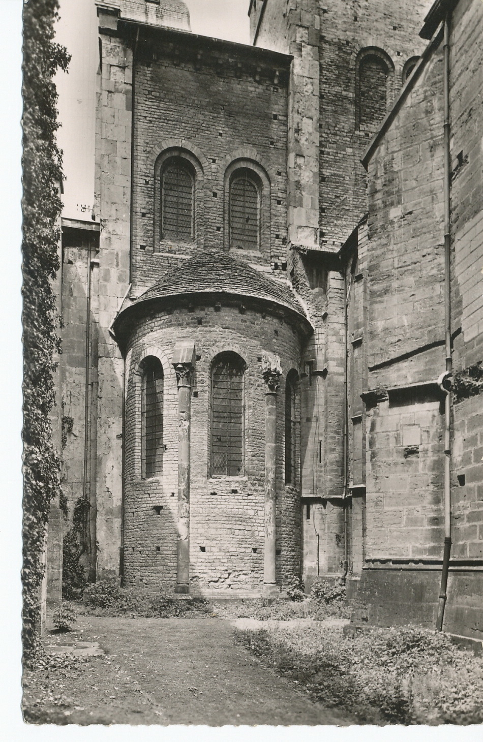 Cluny - Abbaye de Cluny. Absidiole est du croisillon sud.