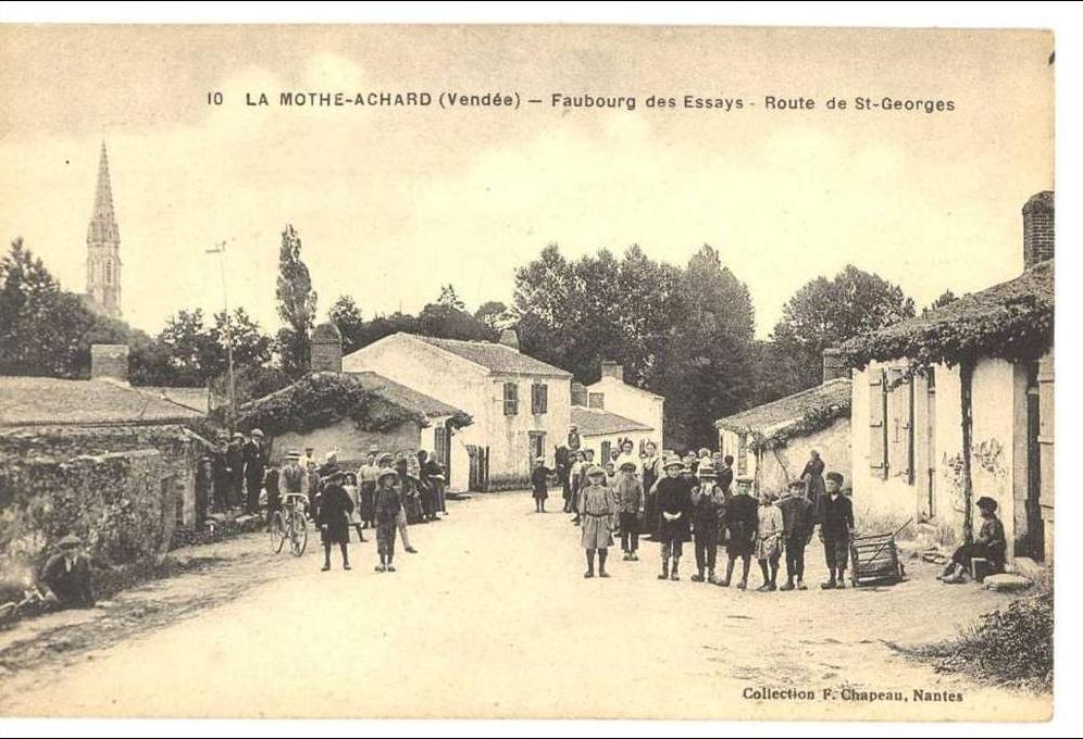 La Mothe Achard - LA MOTTE ACHARD FAUBOURG DES ESSAYS ROUTE DE ST. GEORGES  - Carte postale ancienne et vue d'Hier et Aujourd'hui - Geneanet
