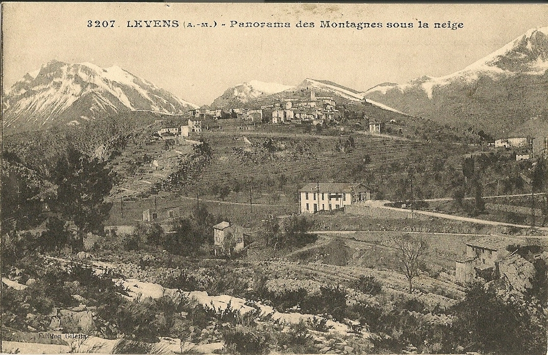 Levens - Levens - vue générale et montagnes sous la neige - au premier plan à droite le vieux moulin et au centre la coopérative oléïcole