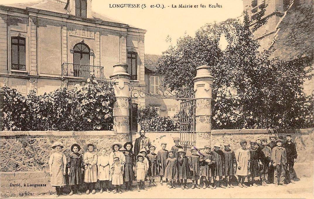 Longuesse - La Mairie et les écoles.