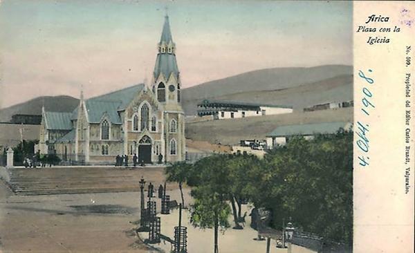 Arica - Plaza con la iglesia.
