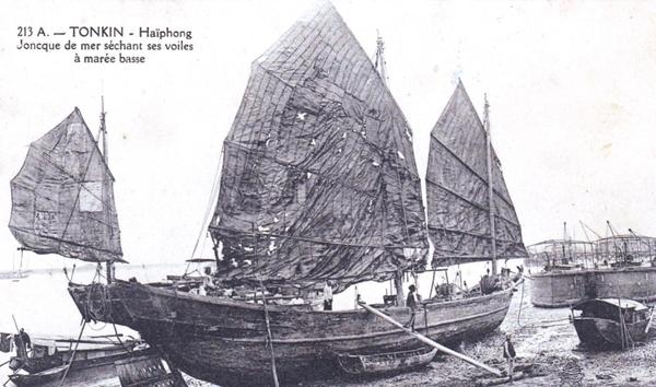 Haïphong - Viet Nam - TONKIN - Haiphong - joncque de mer sechant ses voiles a maree basse