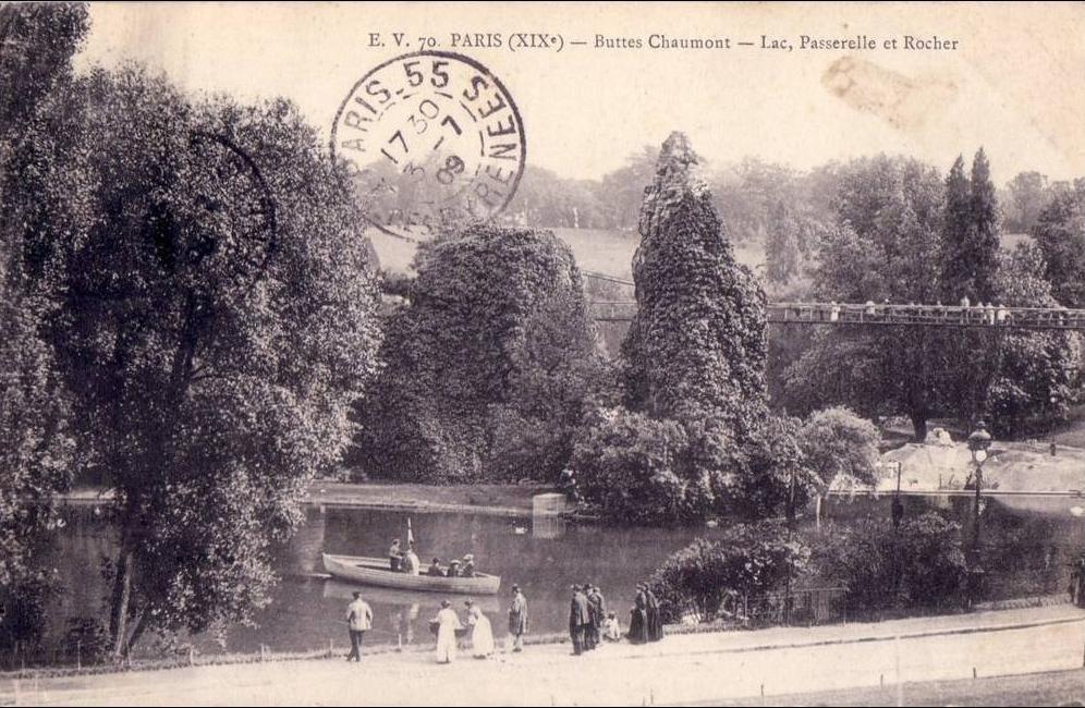 Paris - BELLE  PARIS 19 arrondissement LES BUTTES CHAUMONT lac passerelle et rocher barque animée