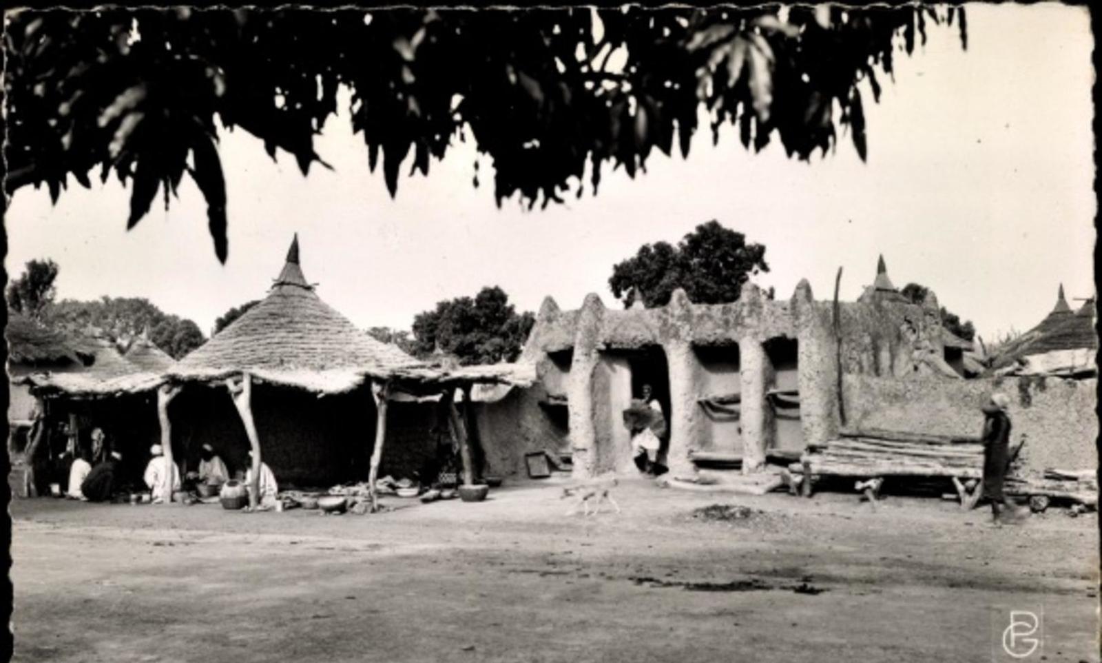 Bamako - Cp Bamako Mali, Cases a Sanankoro, Straßenpartie in der Ortschaft
