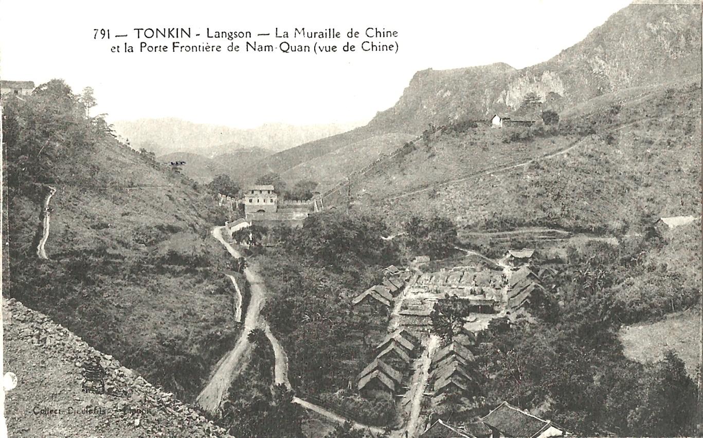 Lang Son -  Tonkin-Langson-La Muraille de Chine et la porte frontière de Nam Quan (vue de Chine)