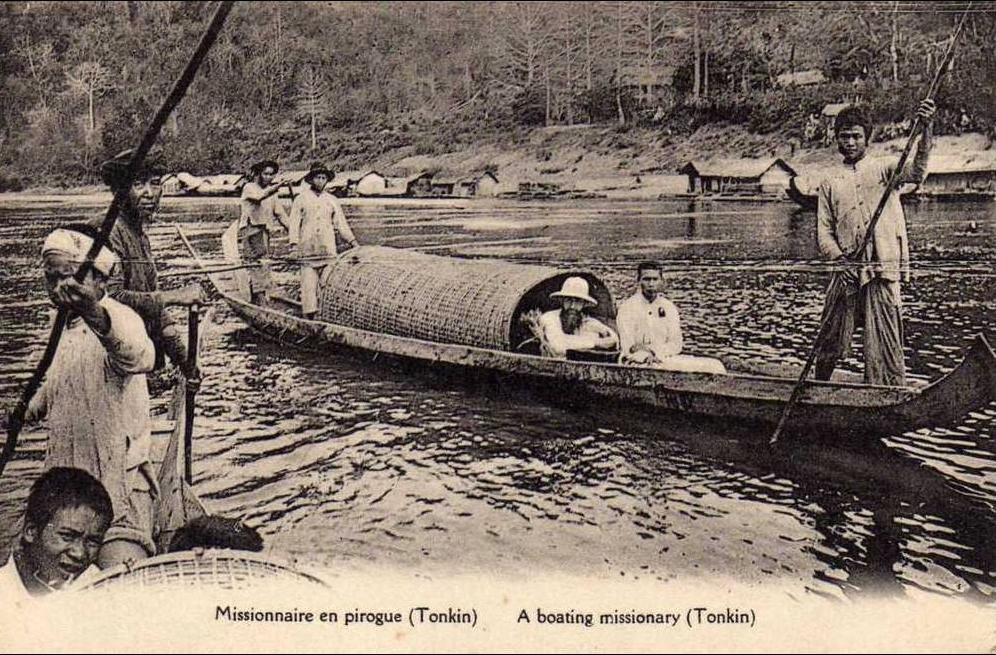 -  TONKIN - Missionnaire en Pirogue