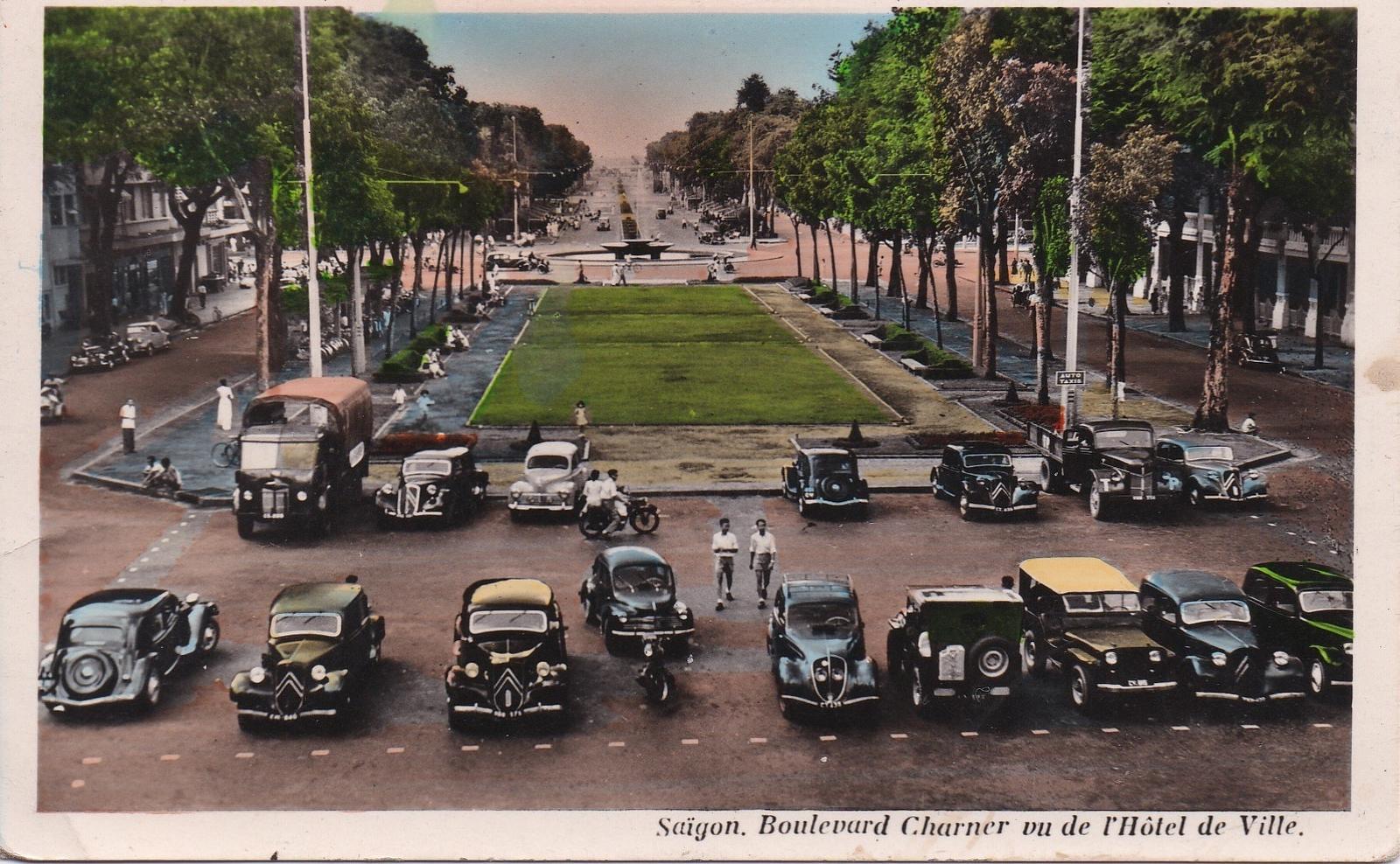 Saïgon -  Saïgon - Boulevard Charner vu de l'Hotel de Ville (1951)