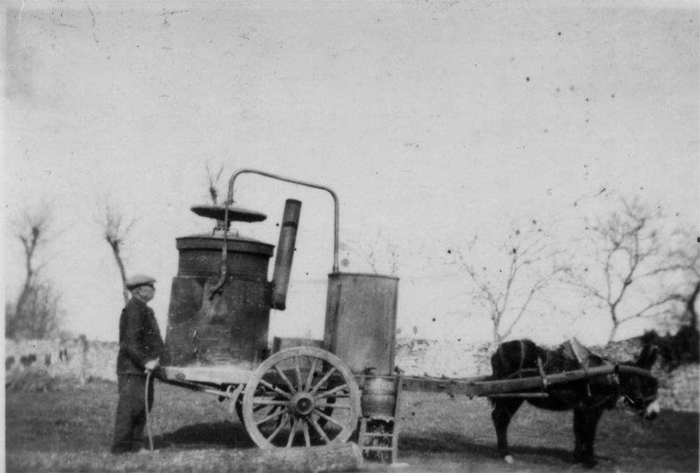 Massognes - L'alambic ambulant - Carte postale ancienne et vue d'Hier et  Aujourd'hui - Geneanet