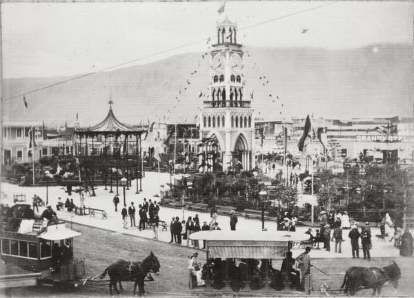Iquique - La torre del reloj de la plaza Arturo Prat.