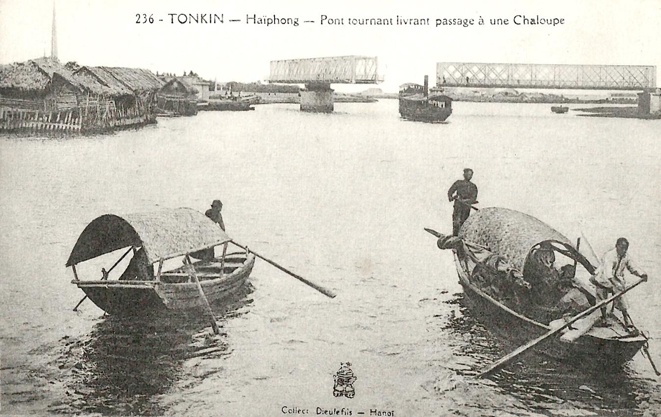 Haïphong -  Tonkin-Haïphoong-Pont tournant livrant passage à une chaloupe