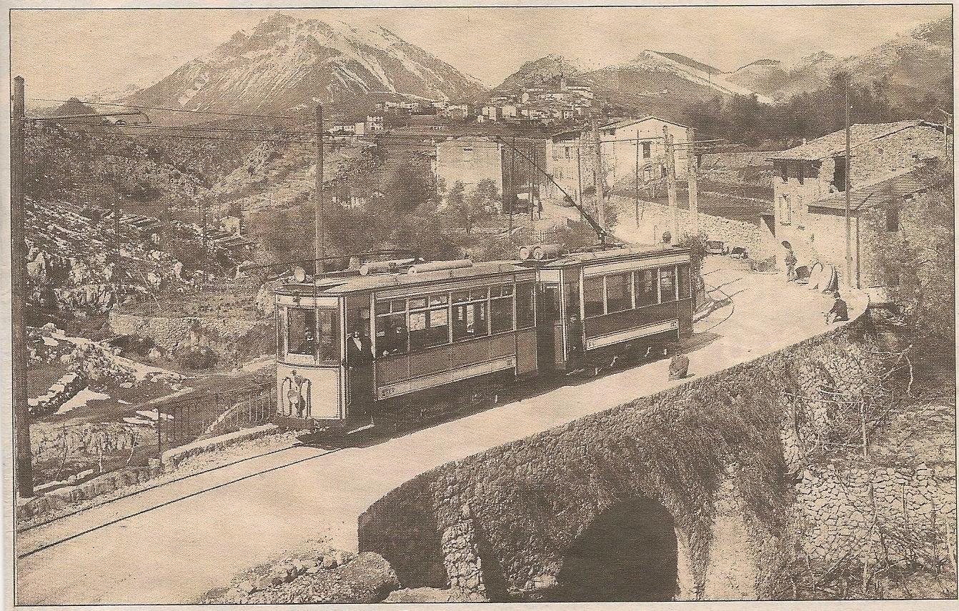 Levens - Le Tram Nice Levens arrive aux moulins vers 1908