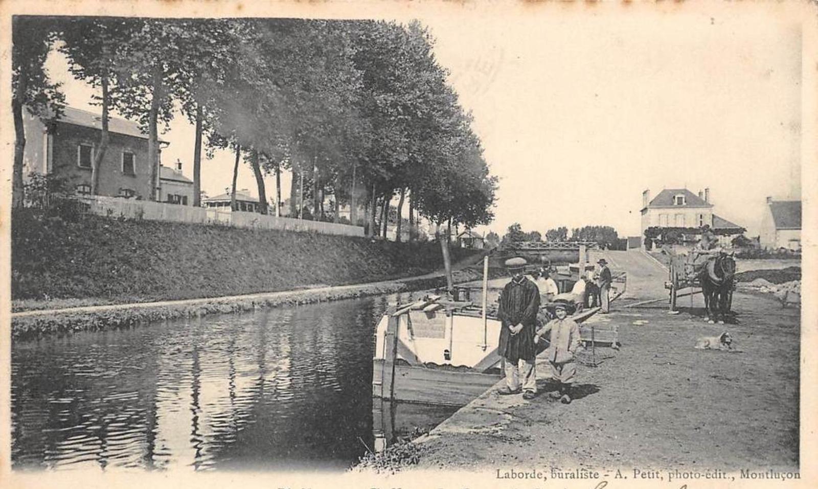 Vallon-en-Sully - ALLIER 03 VALLON EN SULLY LA GARE ET LE CANAL