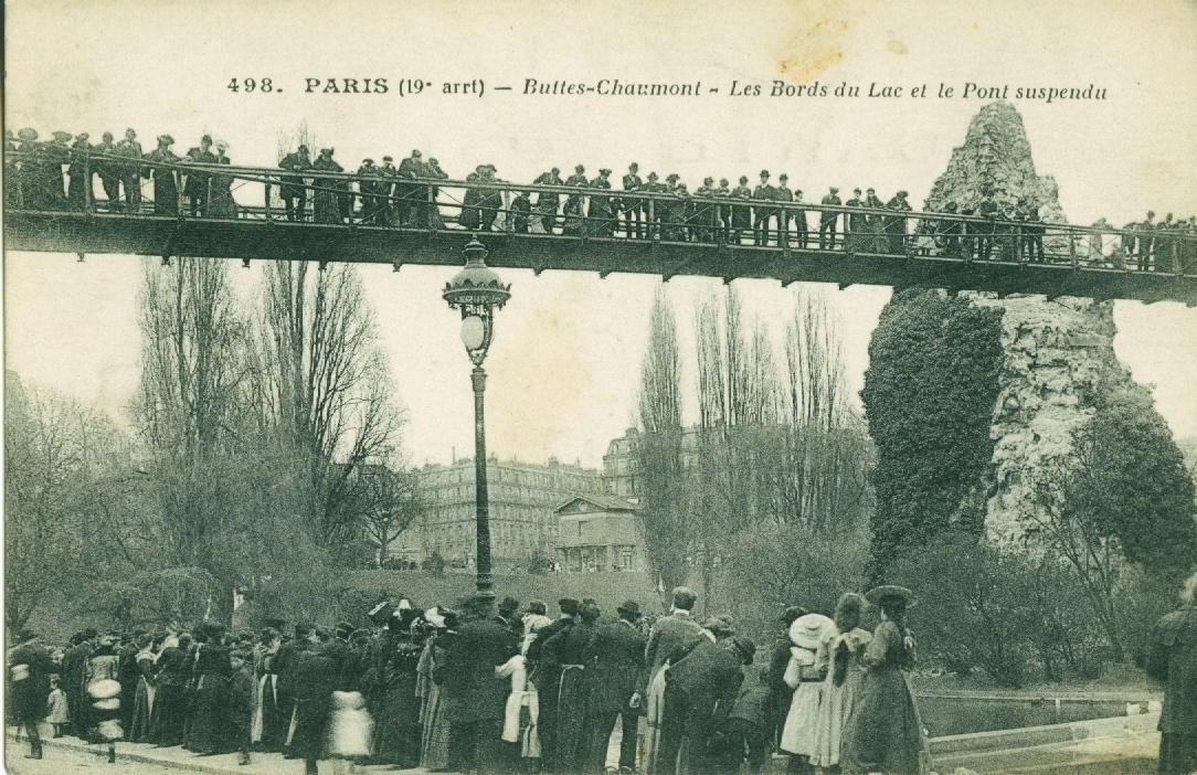 Paris - Buttes-Chaumont, les bords du Lac et le pont suspendu