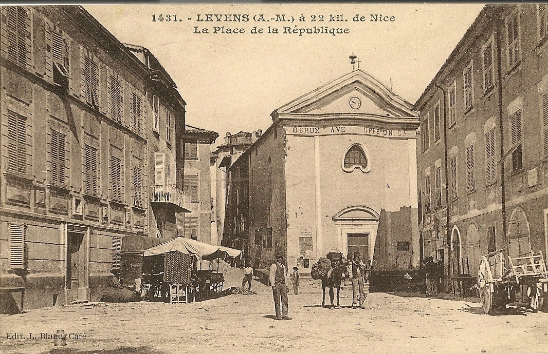 Levens - Levens - place de la République et la Chapelle Blanche