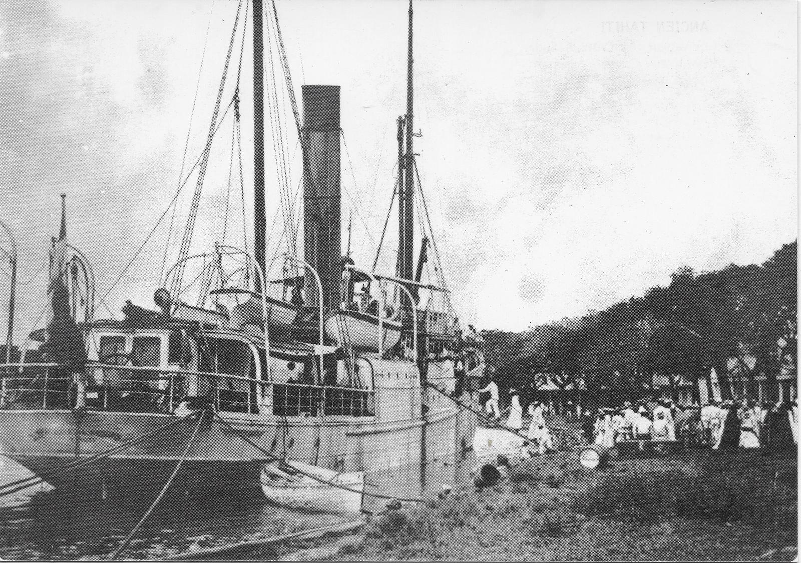 -  Ancien Tahiti - Le vapeur 'La Croix du Sud' sur lequel Gauguin se rendit aux Marquises en 1901
