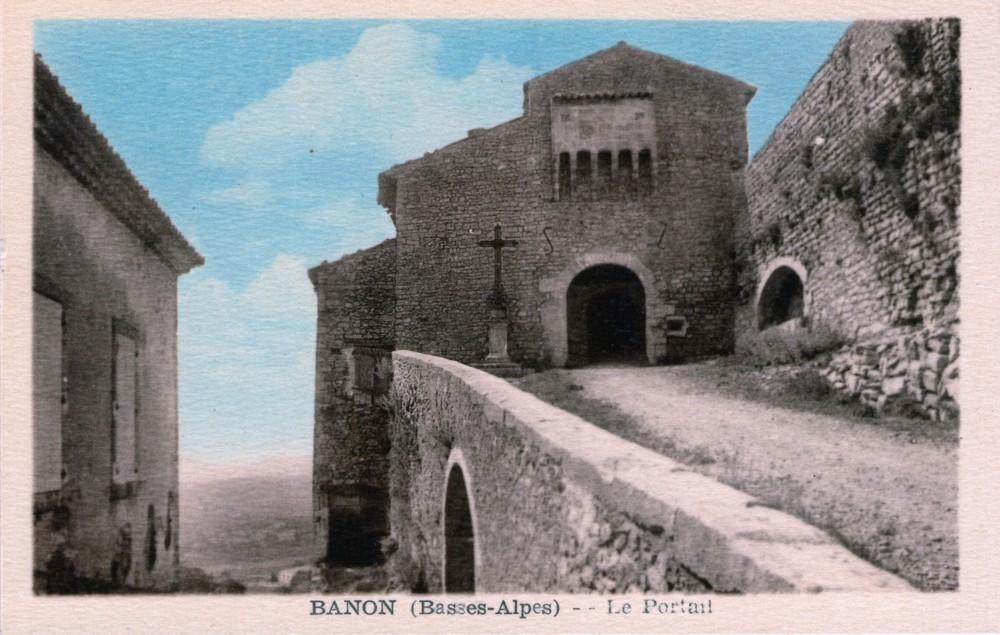 Banon - Portail du Vieux Village - Carte postale ancienne et vue d'Hier et Aujourd'hui - Geneanet