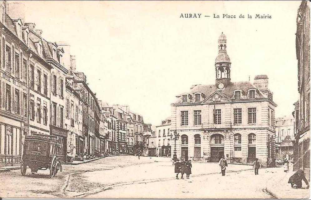 Auray - AURAY (56) La Place de la Mairie (Pli angle ...