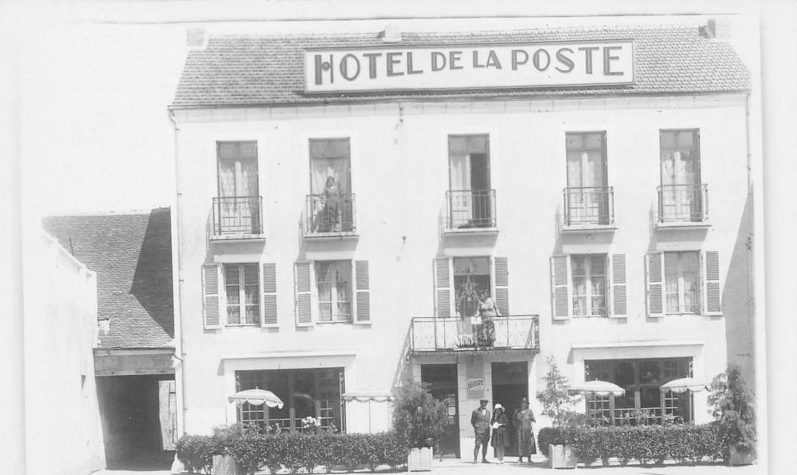 Vallon-en-Sully - ALLIER 03 VALLON EN SULLY HOTEL DE LA POSTE CARTE PHOTO
